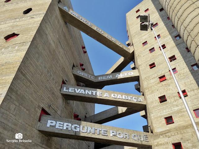 Vista das passarelas dos edifícios poliesportivos do Sesc Pompeia - São Paulo