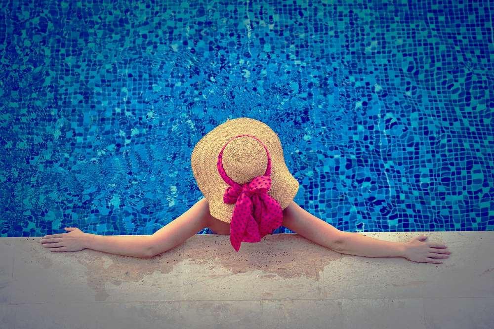 woman-pool