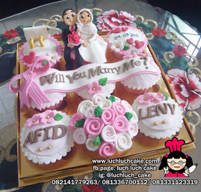 Cupcake Will You Marry Me?