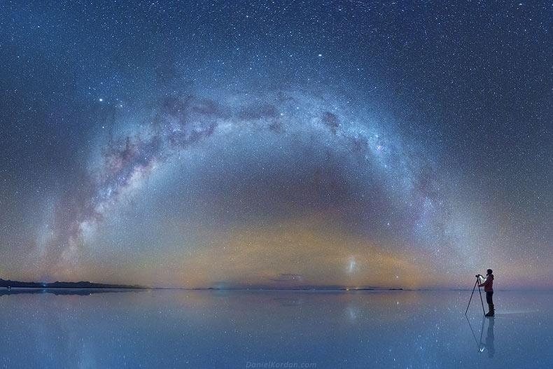 Fotos de la Vía Láctea reflejada en el salar más grande del mundo