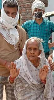 कहीं 105 वर्ष तो कहीं 82 वर्ष की महिलाओं में दिखा उत्साह  | #NayaSaberaNetwork