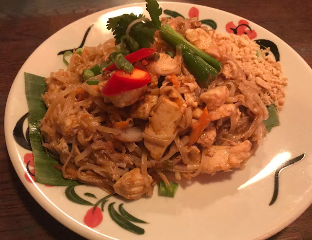 chicken pad thai main meal