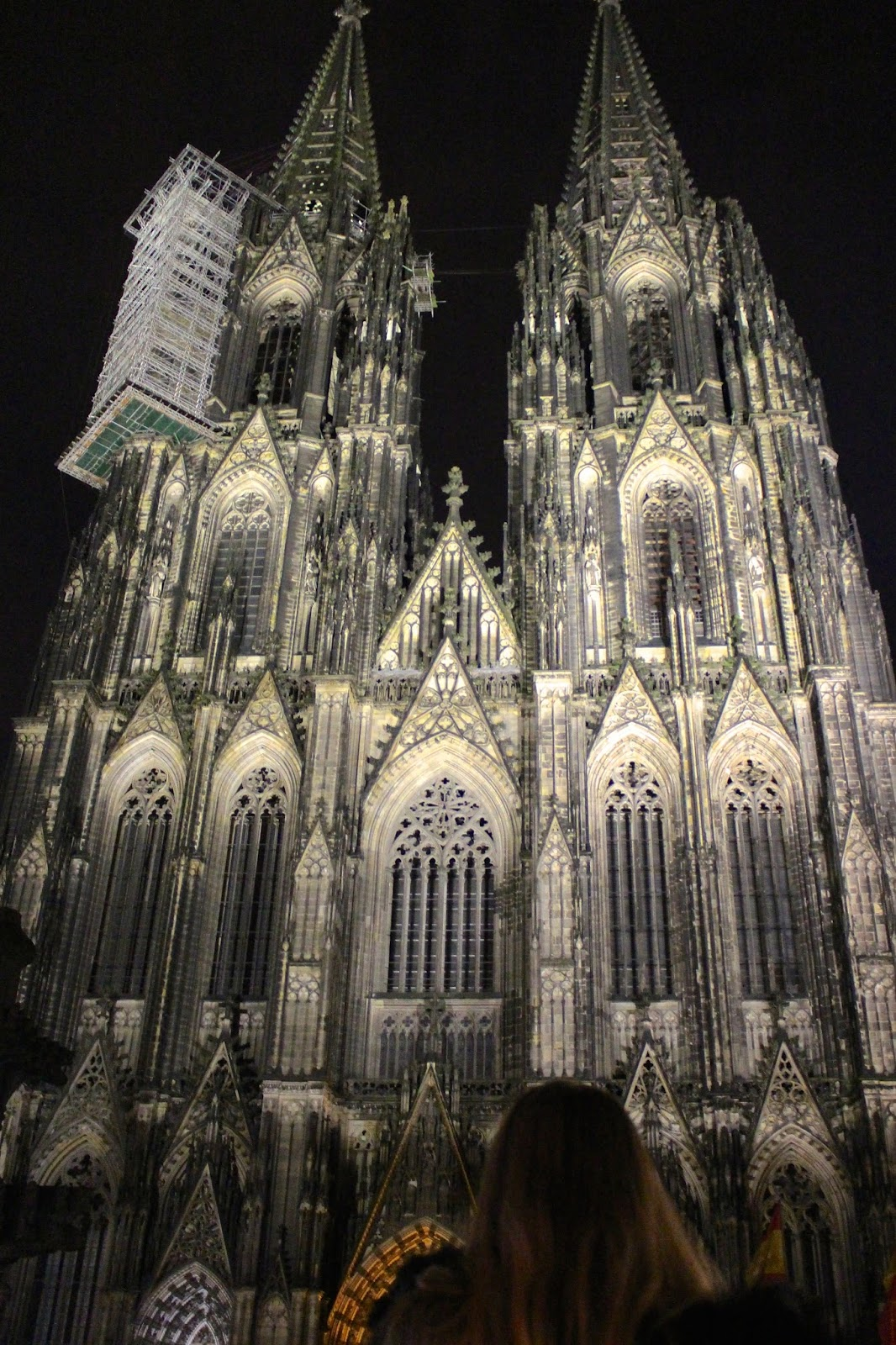dom cathedral night time