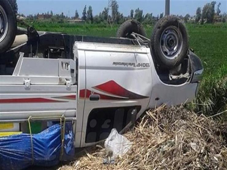 إصابة 27 عاملًًا زراعيًا بالبحيرة فى انقلاب سيارة عمال بالطريق الصحراوى