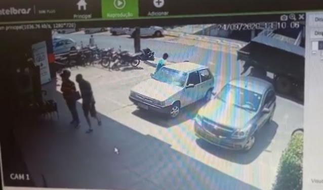 Filmado por câmera de segurança, rapaz tenta negar furto de celular, mas é preso em flagrante pela Polícia Militar