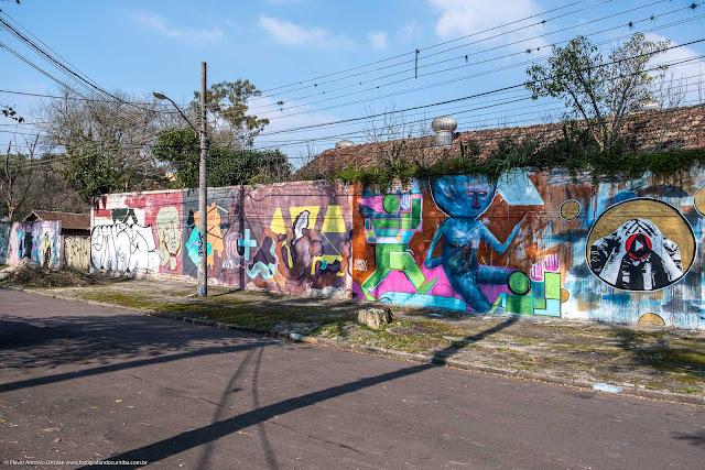 Grafites em muro