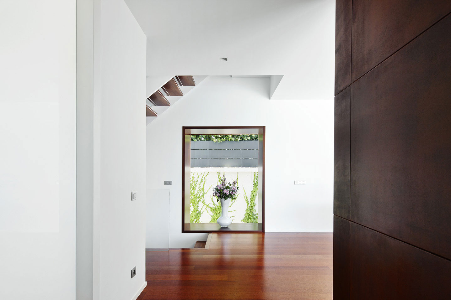 Minimalist Home Design with Small Dining Area | Home ...