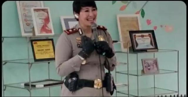 Kompol Yuni Purwanti, Kapolsek Astana Anyar, menjadi sorotan publik setelah ditangkap Propam Mabes Polri dan Propam Polda Jabar. Ia ditangkap di sebuah hotel di Kota Bandung dan diduga positif narkoba bersama 11 anggota lainnya.