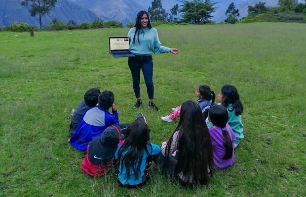Conoce a Lesly Paraguay, la talento que dicta charlas de orientación vocacional en quechua