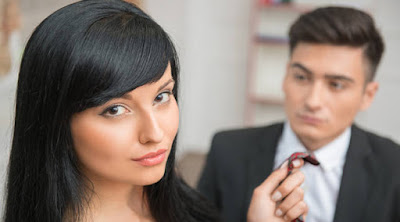 10 علامات في المرأة تكشف لك أنها تسيطر على الرجل امرأة تجذب تشد رجل من الكرافتة كرافتته  woman-pulling-man's-tie dominating partner