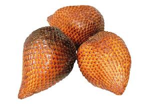 Salak merupakan salah satu buah yang bisa tumbuh di tempat tropis Inilah 16 Manfaat Buah Salak Bagi Kesehatan