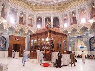 La Sanktejo de Lal Shahbaz Mazaar en Sehwan, Pakistano