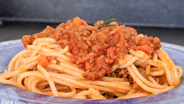 recette, spaghetti bolognaise, ragoût, sauce bolognaise, comment faire, recette de, grand mère, famille, un jour une recette, vidéo, étape par étape