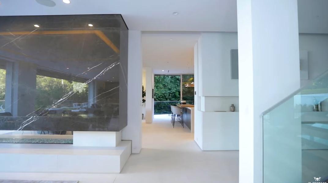 81 Photos vs. Tour 1401 Londonderry Pl, Los Angeles, CA Ultra Luxury Mansion Interior Design