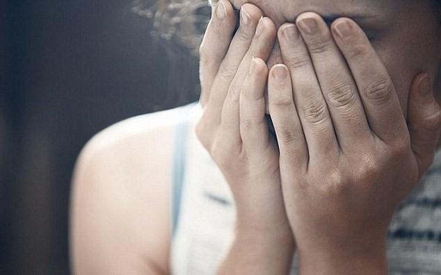 جريمة هزت الرأي العام.. 8 ذئاب بشرية تتناوب على اغتصاب فتاة سورية في لبنان