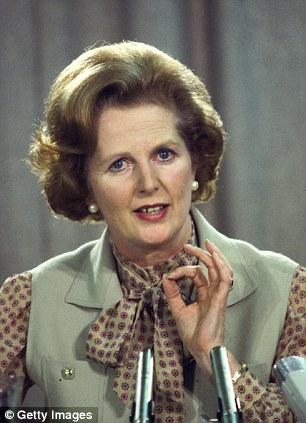 Маргарет Тетчер в блузке с бантом
