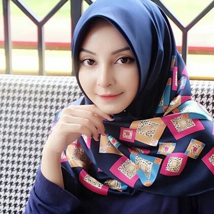 Shintia Bella Hijaber Cantik Cari Teman Curhat