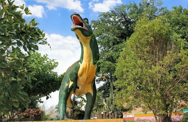 dinosaurus jembar waterpark majalengka