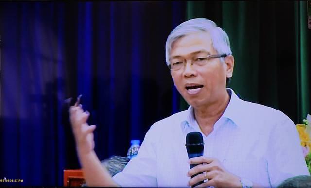 Ông Võ Văn Hoan , Chánh VP UBND TPHCM trả lời chất vấn người dân Thủ Thiêm
