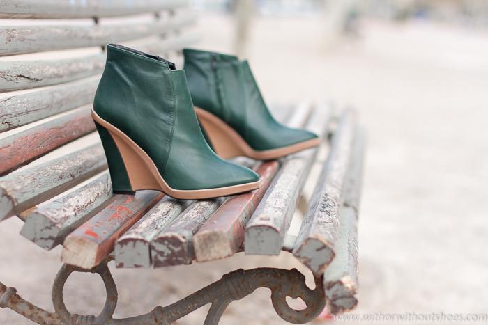 Adicta a los Zapatos Botines de tacón cuña bicolor verde y nude de Monica Stalvang