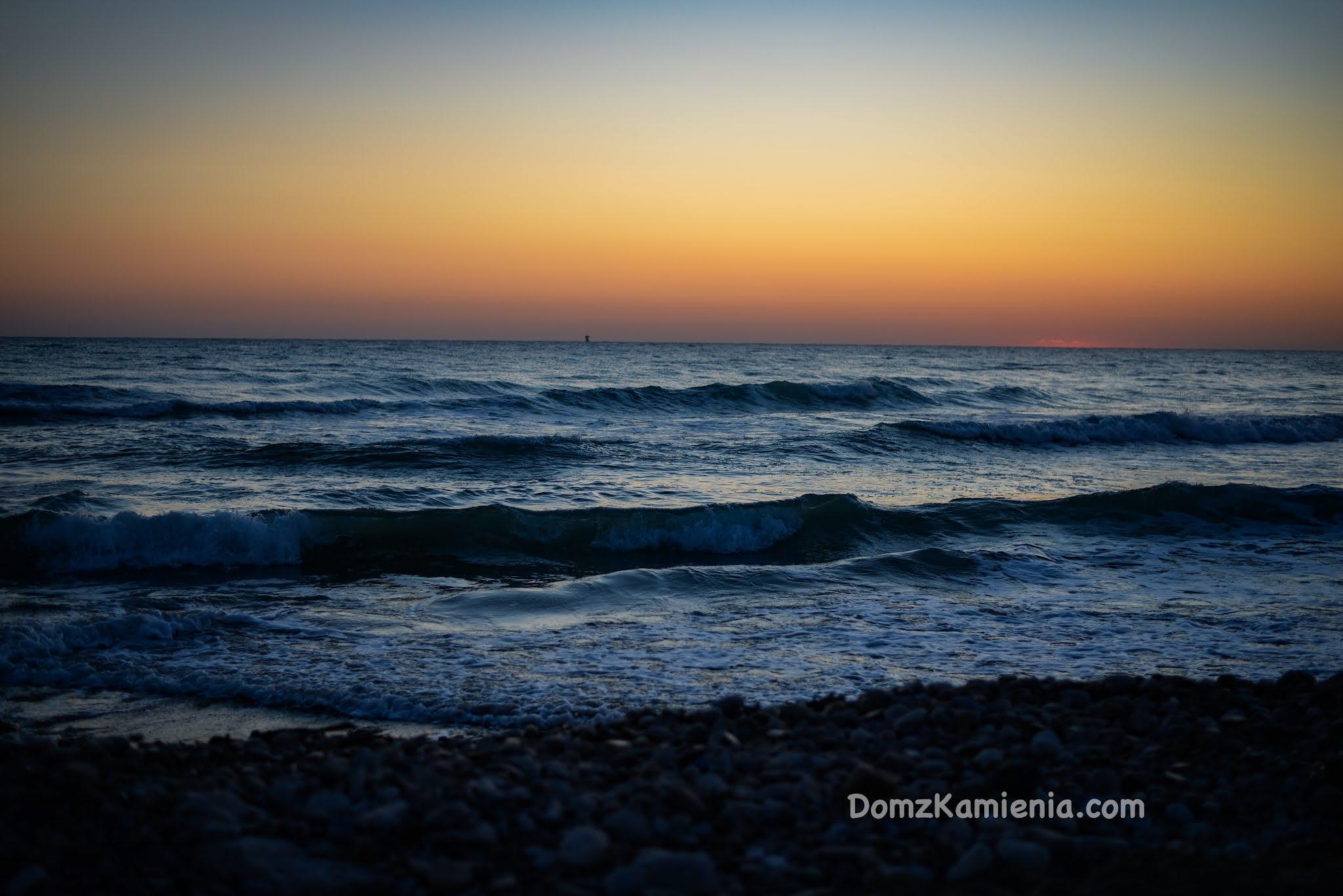 Dom z Kamienia Wschód słońca nad Adriatykiem , Abruzzo
