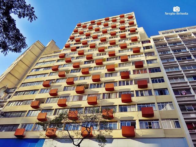 Perspectiva inferior da fachada do Edifício Leon Kasinski - Centro - São Paulo