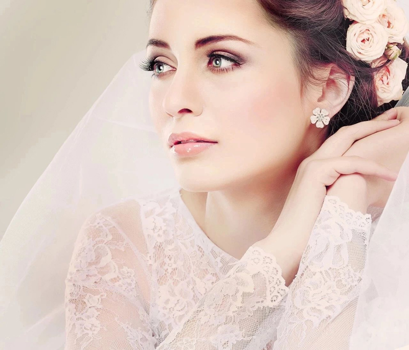 How to Adjust Your Skin to Dry, Cool Air Before Your Winter Wedding