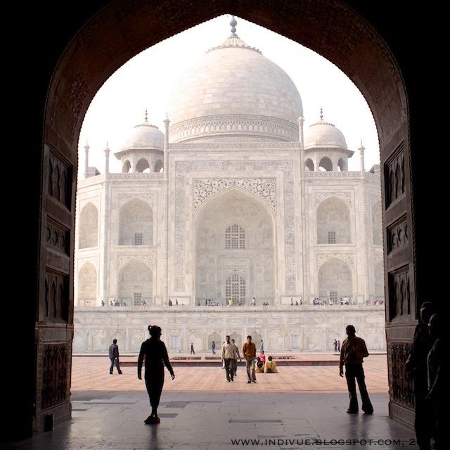 Taj Mahal Intiassa, kuvattuna järjestelmäkameralla vuonna 2011
