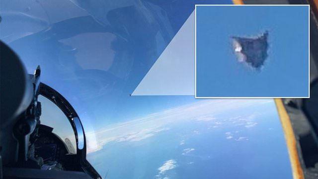 Una foto filtrada del grupo de trabajo OVNI del Pentágono muestra un misterioso UAP flotando sobre el Atlántico a 35,000 pies