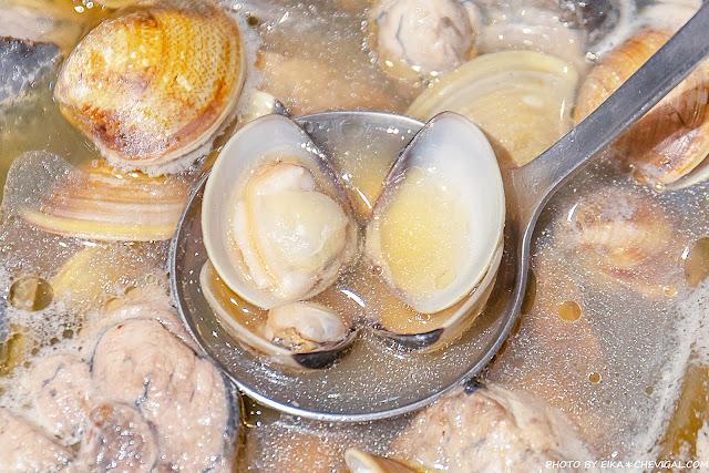MG 7569 - 熱血採訪│台中雞佛火鍋這裡吃!搭配烏骨雞與蛤蜊超澎派,還有人氣必點剝皮辣椒鍋新發售~