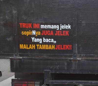 Tulisan Guyonan Pada Bak Truk Mobil
