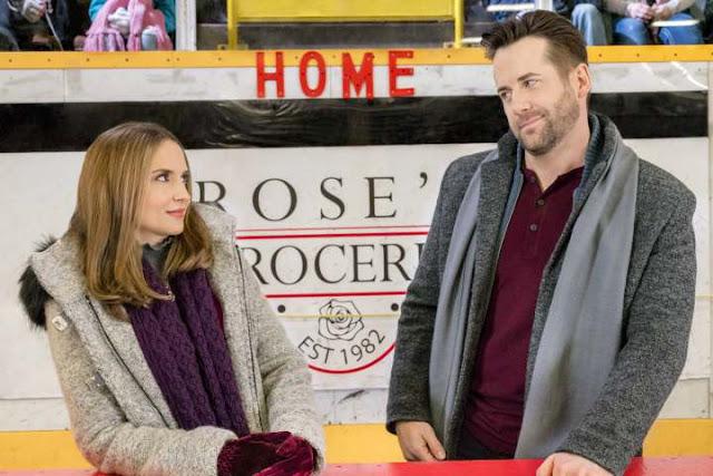 Frozen in Love (2018) – Bookshop Girl + Hockey Star = Romantic Meet-Cute