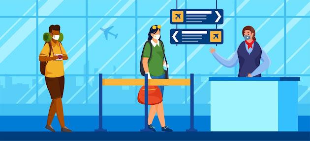 Turistas con mascarilla contra el Covid-19 en un aeropuerto