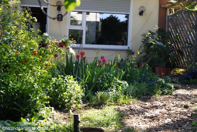 Blick ins Terrassenbeet Mitte April