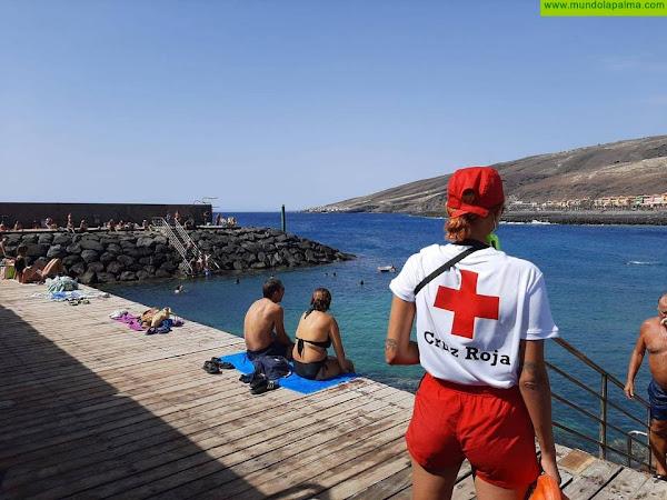 Cruz Roja presta sus servicios de vigilancia, salvamento y socorrismo en 38 playas de Canarias
