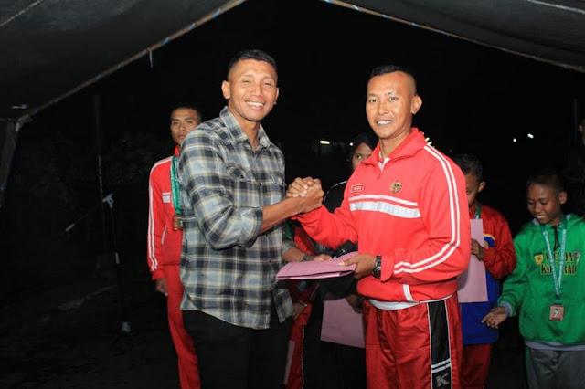 Yonif PR 502 Kostrad Beri Penghargaan Kepada Anak Berprestasi di Malang