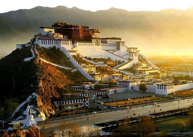Câu chuyện tâm linh bí ẩn: Cuộc hội ngộ của Vị Lạt Ma Tây Tạng và người khổng lồ trong lòng đất