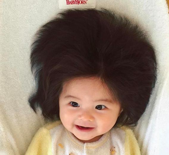 Viral Bayi Jepang Berambut Unik, Beginilah Cara Mencuci Rambut Bayi