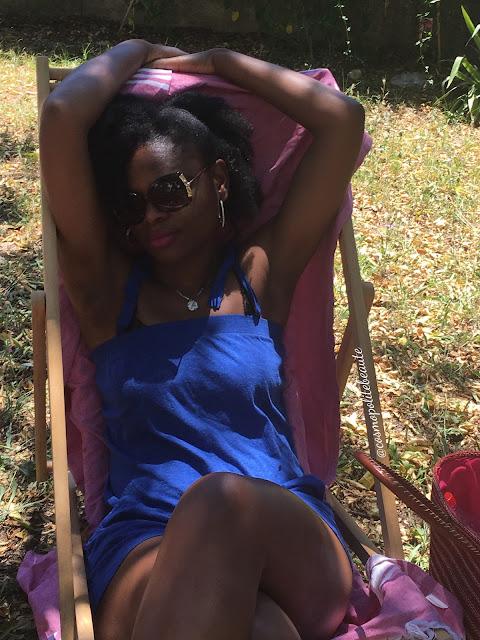 combi-short, short, tenue d'été, summer look, jardin collectif, Montpellier, sud de la france, patty hair, jambes, panier, sandales, cheveux naturels, cheveux crépus, natural hair, beauté noire, bleu, combinaison