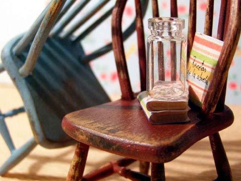 Peque eces diy personalizando muebles de madera for Pintar muebles barnizados