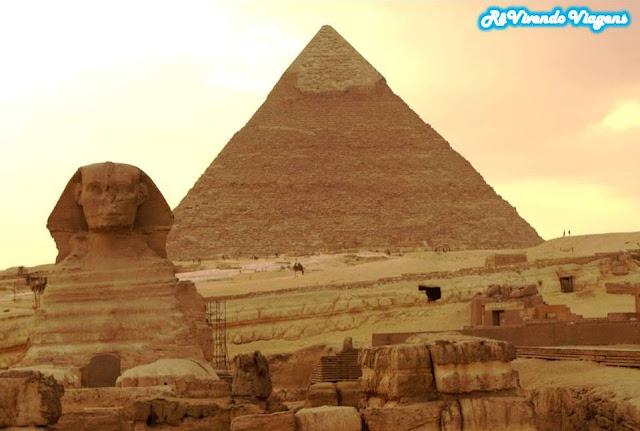 Esfinge e as pirâmides
