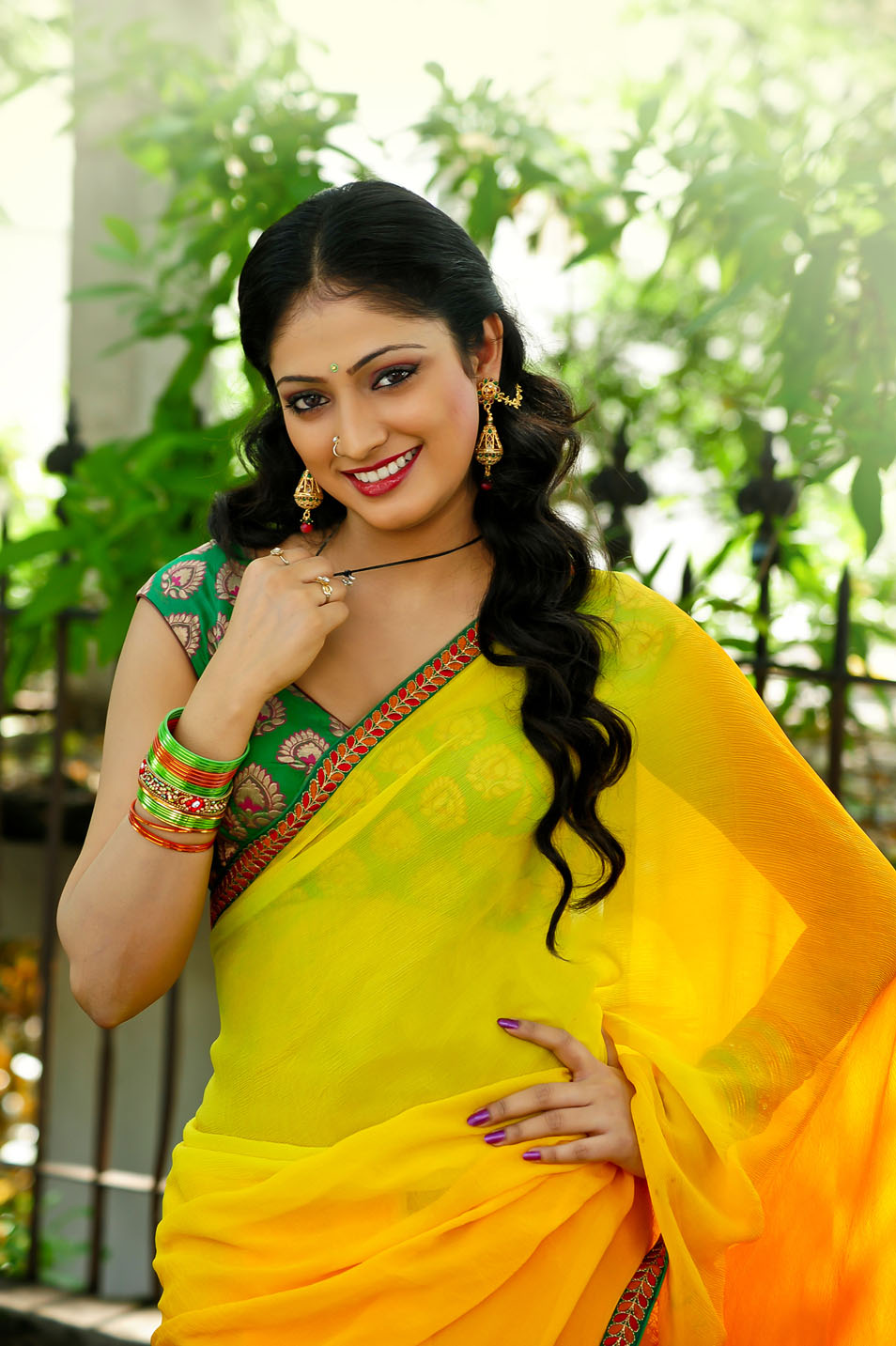 pretty Hari priya sexy in yellow saree