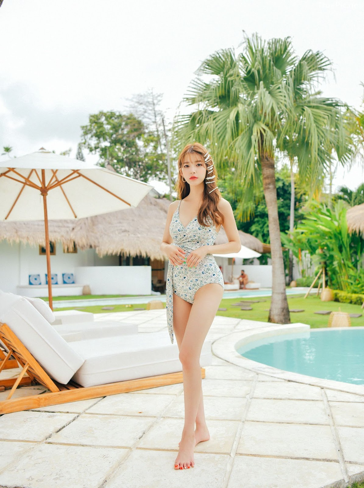Korean fashion model - Cha Yoo Jin - Alium Ivory Monokini - Picture 3