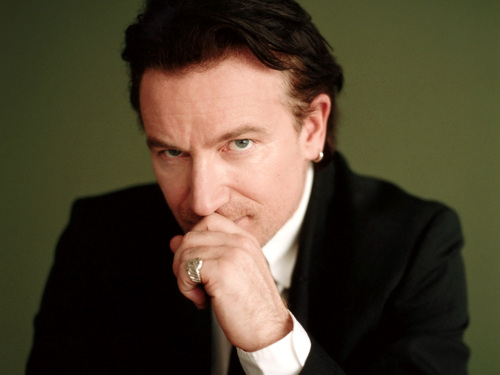 bono guys Bono was born paul david hewson in dublin, ireland on may 10, 1960, to iris (rankin) and brendan robert hewson he has been the lead singer of.