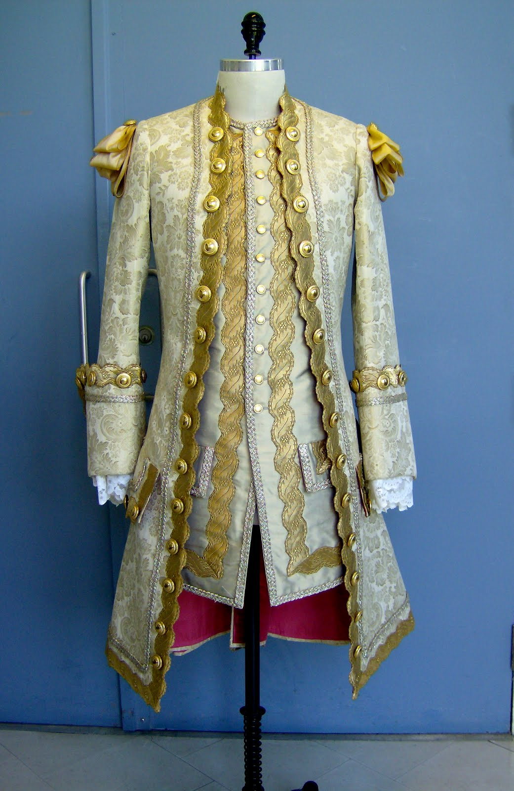 A Tailor Made It: 18th Century Coat Finished