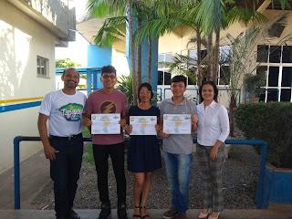 Estado do Tapajós - Acadêmicos de jornalismo do IESPES recebem certificado de estágio do ICPET.