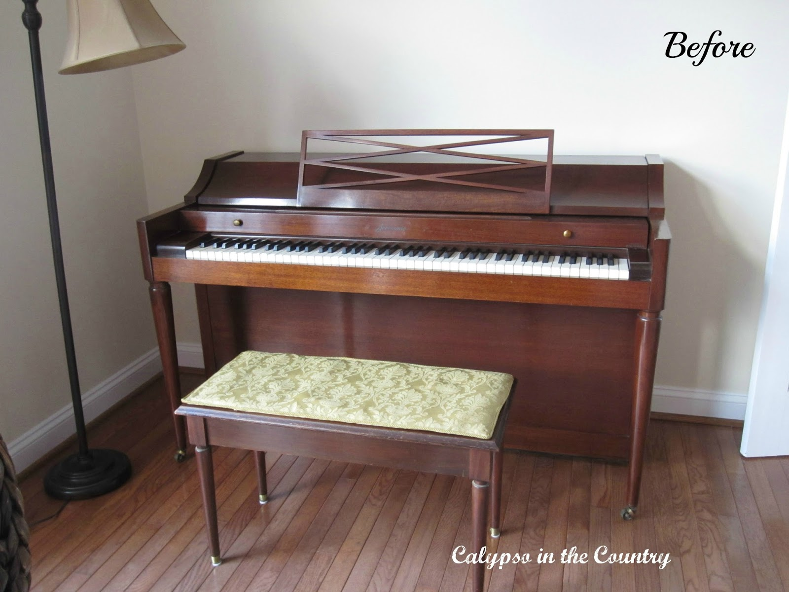 Piano decorating calypso in the country - Piano for small space decoration ...
