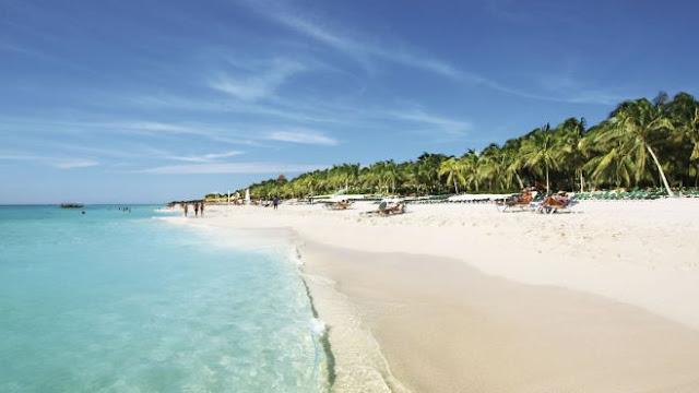 Playa del Carmen es una ciudad joven que pertenece al municipio de Solidaridad, Quintana Roo y se localiza al sureste de México, siendo su principal actividad económica la del turismo, por los que los trabajadores de este rubro, algunos lugareños y otros de fuera