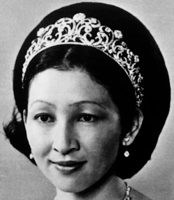 diamond scroll tiara empress michiko japan