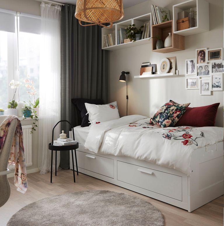 catálogo ikea 2020 the lab home Polonia dormitorio abuela estructura de cama blanca con almacenaje funda nórdica de flores